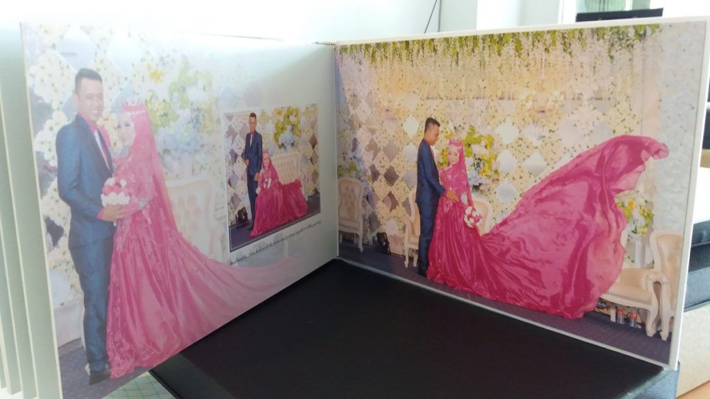 https://www.album-kolase.com/wp-content/uploads/2017/12/Contoh-Cover-Vinyl-Box-Vinyl-dan-Sheet-Hasil-Cetak-Album-Kolase-Wedding-04-1024x576.jpg